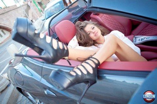 344 - Belle en voiture