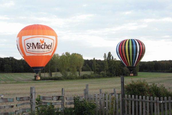 poser de montgolfières pour la Saint-Michel ( notre fète des anciens parachutistes)
