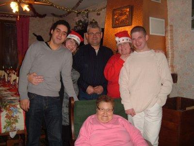 mon mari et moi mon papa ma soeur et son ex et notre mamie