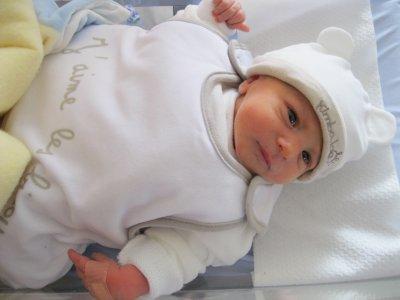 Mon ptit Mattéo née samedi 23 juillet  2011 a 1h