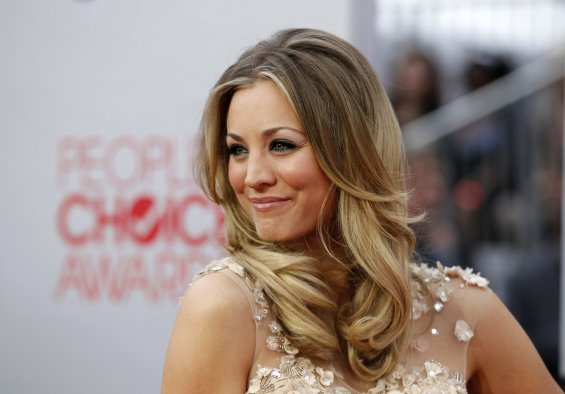 Kaley cuoco made weave hair extension with her hairstyles rosy kaley cuoco made weave hair extension with her hairstyles urmus Gallery