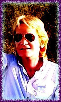 ALLEZ !....EN  ATTENDANT  MON  SHOW  PRIVE  SUR  BANDOL  DIMANCHE ....ET  COMME  IL  FAIT  BEAU  DANS  NOTRE  MIDI .....JE  VAIS  EN  PROFITER  POUR  ME  BALADER  DANS  LA  FORET  ET  EN  BORDURE  DE  MER  !!!  ( MARCHER  ET  ENCORE  MARCHER......lol  )