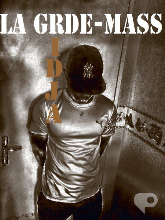 """SLT   LA FAMIX  !! VIENT DECOUVRIR L  EXCLU , LE 1er extrait  de ma nouvelle mixtape D'ICI ET D 'AILLEURS """""""" intitulé """""""" La Grde -Mass"""" ! une année aprés avoir sortie ma 1ere mixtape jreviens encore plu fort avc ce 2em projet!! !!"""