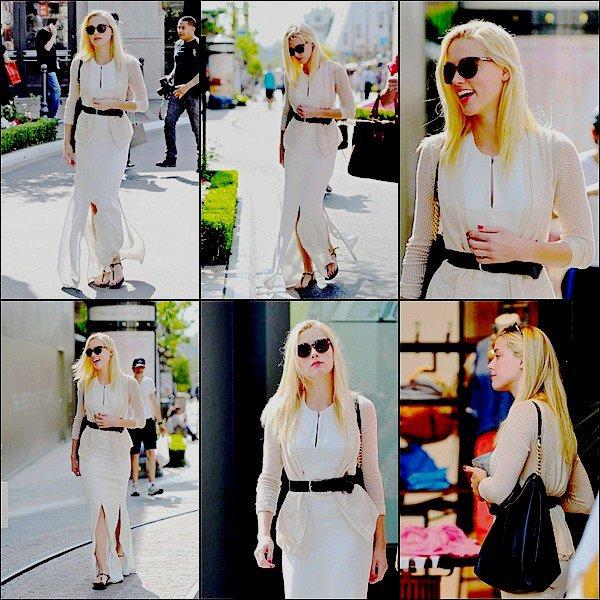 _________________________________________________ 24.05.2012 : Amber Heard fesait du shoping avec sa soeur  Whitney à L.A . Top ou Flop sa belle tenue? Moi personellement , j'aime beaucoup sa magnifique tenue , elle lui va à ravir et elle le porte très bien . Trop belle ! . _______________________________________________________________________________