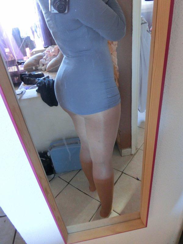 collants et mini robe