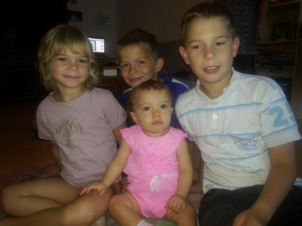 mes 3 enfants et ma petite fille que j aime