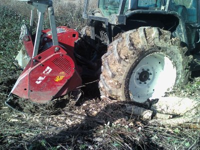 VALTRA FORESTIER  T 162 ROUGE & VALTRA FORESTIER T 170 GRIS
