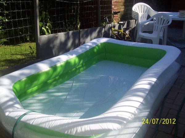 (l)  moi avec ma piscine a la maison (l)