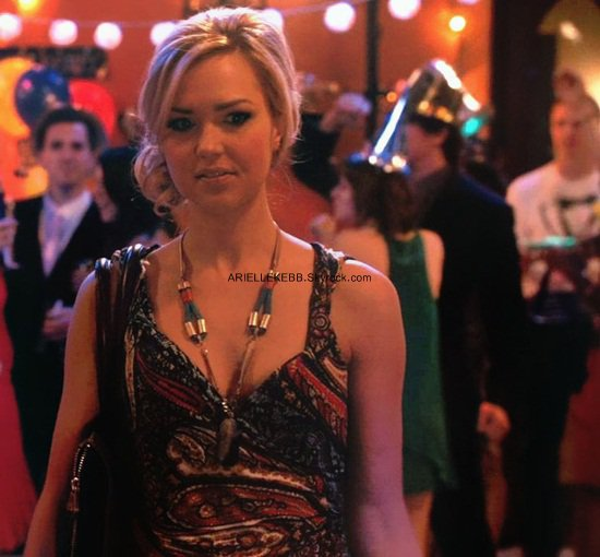 ______Photos provenant de la série 90210 - Dernière photo, Liam (Matt Lanter) et Vanessa (Arielle Kebbel) qui s'embrassent lors de la fête d'Annie pour la fin de l'année.  - Vanessa, un personnage machiavélique