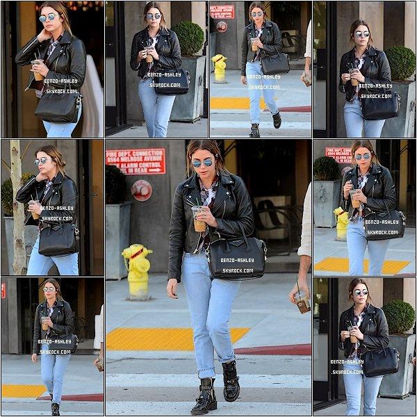 -- 20/01/2016: Ashley Benson à était vu faisant du shopping à Restoration Hardware à Los Angeles. Ashley est superbe, j'adore son jean bleu et sa veste en cuire, je suis moins fan de ses lunette. Qu'en pensez vous?  --