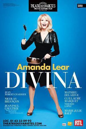 Amanda Lear dans Divina au Theatre des Varétés à Paris