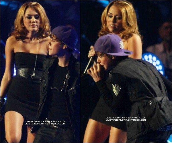 * Justin en compagnie de Miley Cyrus, Jaden Smith et Usher au Madison Square Garden à New York City ! *