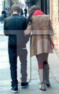 Justin sortant d'un restaurant avec la belle Selena Gomez!