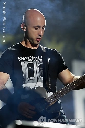 SIMPLE PLAN  <3 jeff stinco <3