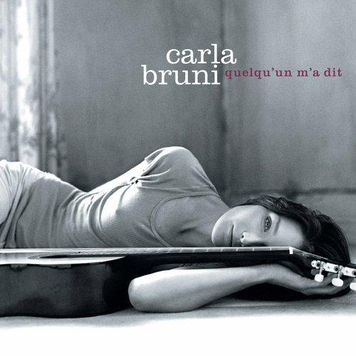 05/11/2002 : Album Quelqu'un m'a dit de Carla Bruni