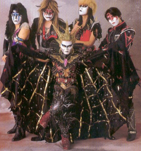 ViSuAl kEi.........MeTaL......GoThIc RoCk...well just what i listen to....