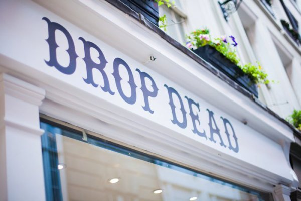Londres, Cybercafé, Buckingham Palace & Drop Dead.
