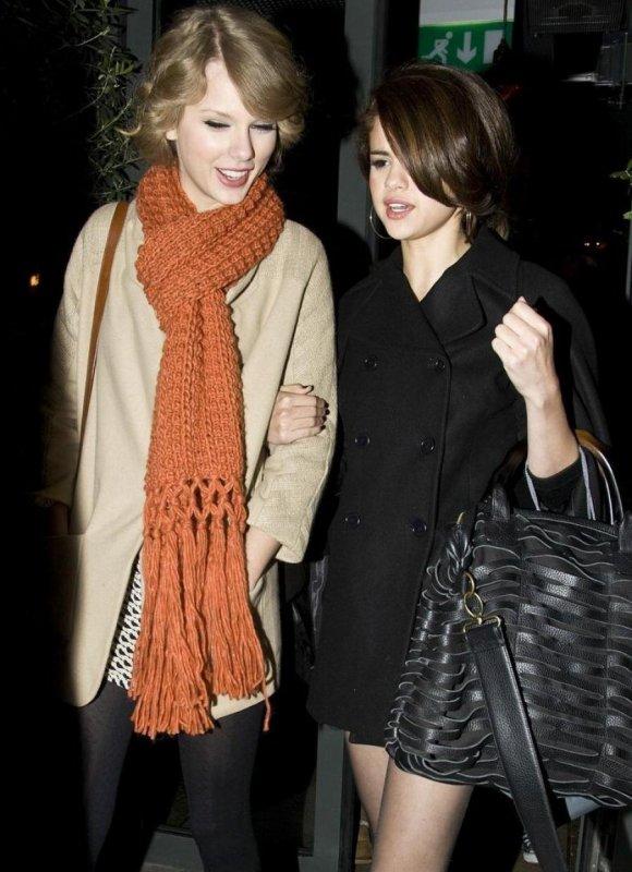 Taylor Swift : Harry Styles, elle raconte à Selena Gomez qu'il lui a brisé le coeur