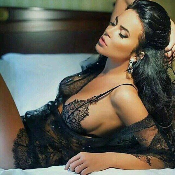 """""""la femme est la sensualité et la passion de l'amour """" ♡ ♥ ..."""