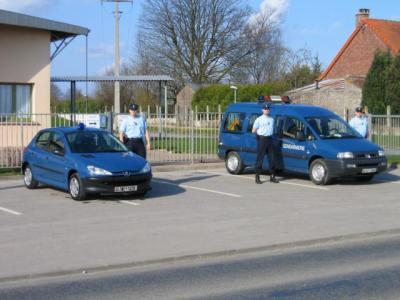 2 vehicules de la gendarmerie gendarmerie nationale la d fense. Black Bedroom Furniture Sets. Home Design Ideas