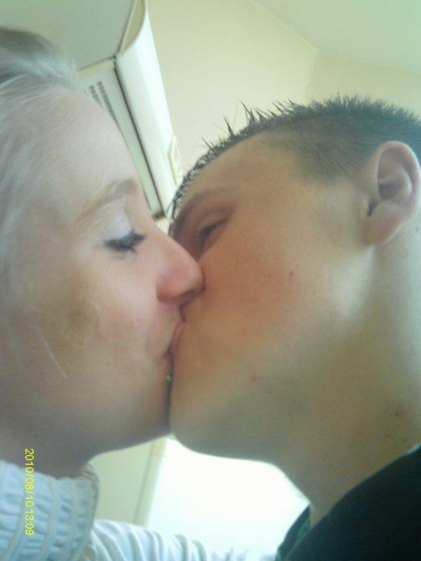 mon amour e moi celui qui me redonne le sourire depuis le 30/06/12 <3 <3