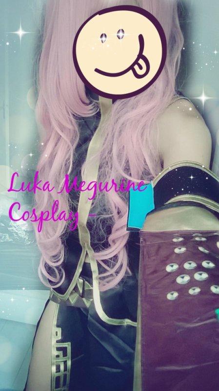 x Mon cosplay Luka Megurine x