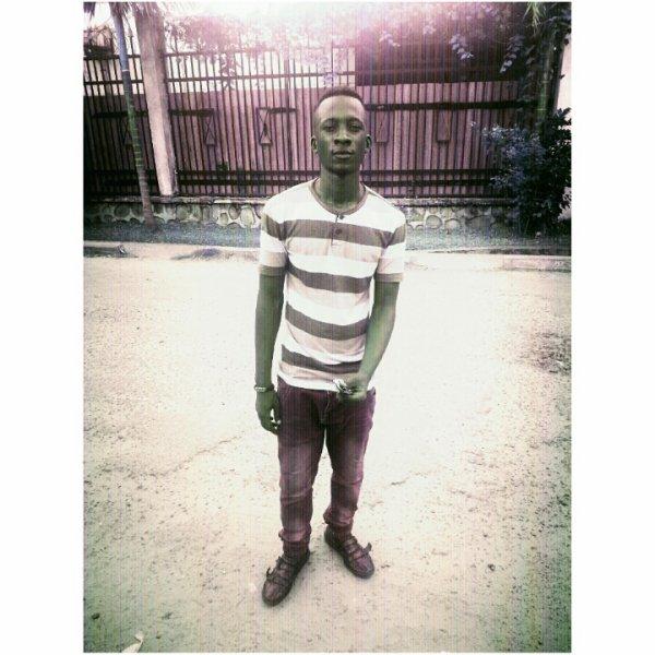 DZIBI AkA NYANGAZA Artiste/Membre actif du groupe Collectif Bwanya