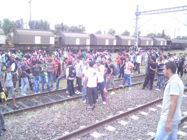 MAJA3A MAFIA   الجمهور يكتسح محطة القطار  4-6-2011