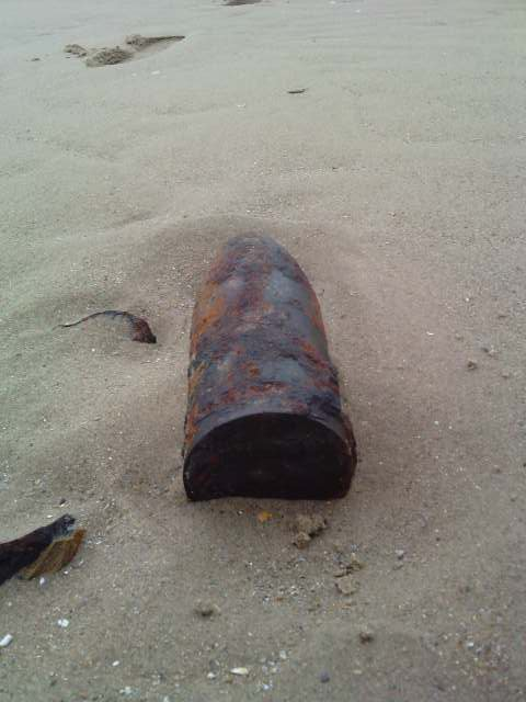 et oui komme nous sommes dans le Nord je trouve bcp de balles, et même des obus!!! avec( mon autre beau-fils) regardez c'est impressionnant!!!
