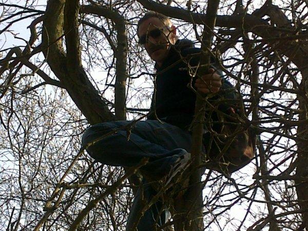 j'ai fabriké un nid de mésange moi même et je suis allé l'installé superbe aprèm avec ma femme!!! ke sais beau la nature !!!