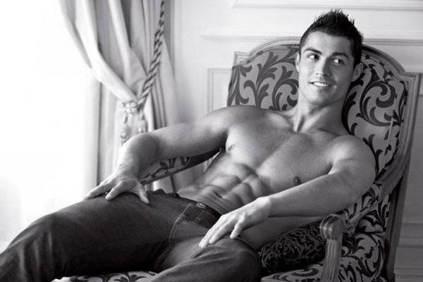 La belle gueule (et le reste) de Cristiano Ronaldo !