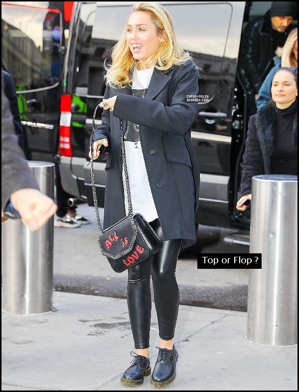 30/01: Miley à été vue encore une fois arrivant au Madison Square Garden à New York.