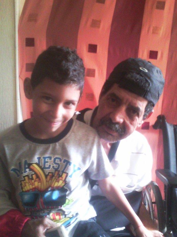 mon fils et son grand père c les meme