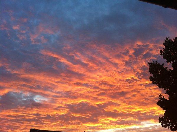 Le ciel un dimanche soir ....