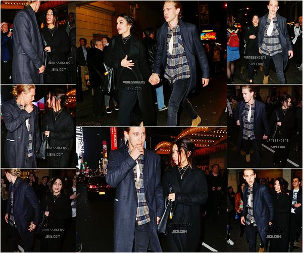 24/03/16 : V Hudgens sortait de The Richard Rodgers Theatre à New York City avec son chéri. Trop choux ces deux là, j'adore sa couple *_*, sa tenue est super jolie aussi, un très beau top.