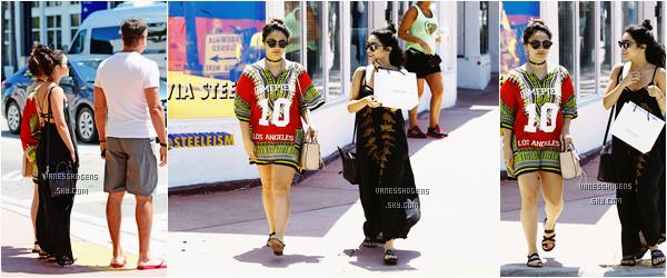 09/04/16 : Vanessa et sa petite soeur, Stella sont allées à la plage puis se sont promener dans les rues de Miami. Encore une fois, maillot super pour Vanessa, un peu moins pour sa tenue de ville, elle est belle, comme toujours, mais j'aime moins.