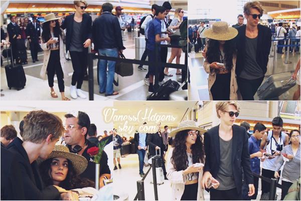 16/06/16 : Vanessa et Austin ont été vus à l'aéroport de LAX, Los Angeles. Ils sont trop mignons, je les adores tous les deux, puis une belle tenue pour les deux tourtereaux. Un voyage en prévision?