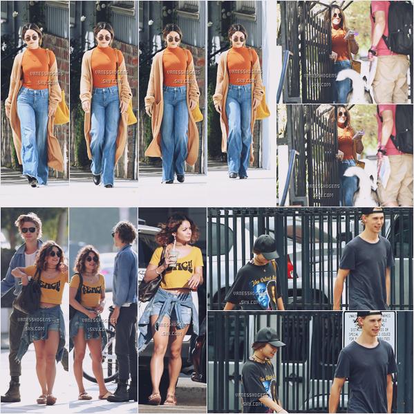 22/09/16 : Miss Hudgens, seule, à été vue, allant et quittant la maison d'un ami, Los Angeles. Le 21/09 et 20/09, Vanessa et Austin, son chéri, se sont promenaient dans Venice Beach et Studio City.