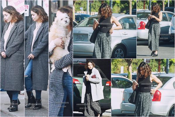 01/11/16 : Vanessa Hudgens a été à Cosmos Sound Lighting & Video avec Darla, Hollywood. Le 02/11, elle est aller à Alfred Coffee And Kitchen, Studio City. Ce sont deux très belles tenues, je lui donne deux tops.