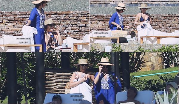 06/01/17 : Vaness et Stella était à l'Esperanza an auberge resort, Cabo Sans Lucas au Mexique. Les deux s½urs ce sont accordées quelques vacances, on ne voit pas bien sur les photos, et la qualité est toute pourris, désolé.