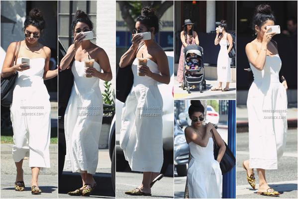 """- 04/05/17 : Vaness a été à """"Alfred Coffee & Kitchen"""", seule dans Studio City (LA). Elle s'est ensuite rendue au restaurant avec Naralie et Ava, West Hollywood. Gros flop pour la tenue j'aime pas du tout. -"""