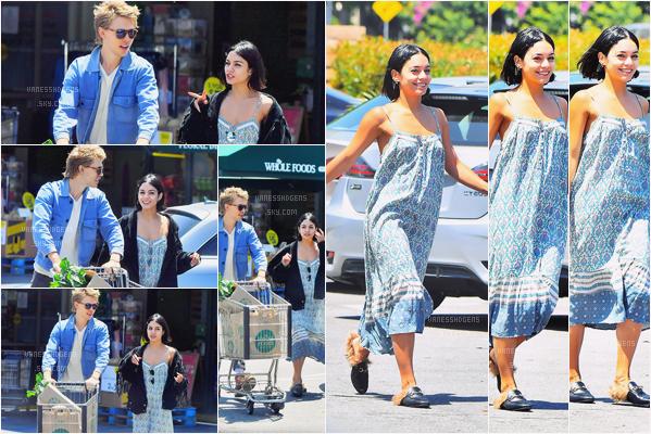 """- 31/05/17 : Vanessa et Austin Butler se sont rendus à l'éternel """"Alfred Coffee & Kitchen"""", Studio City (LA). Son amoureux rentrait enfin du tournage de """"The Shannara Chronicles"""", ils sont enfin réunis et tellement beaux tous les deux. -"""