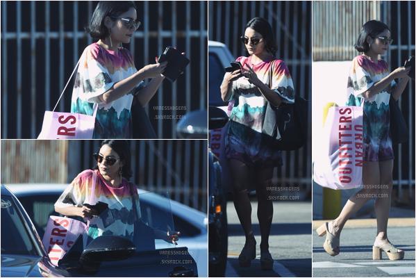 - 09/06/17 : Vanessa H s'est fait une séance shopping à UrbanOutfitters, Studio City (LA). J'aime pas trop la tenue, c'est vraiment bof bof, après j'aime bien ses sandales beige elles sont pas mal, mais c'est la seule chose. -