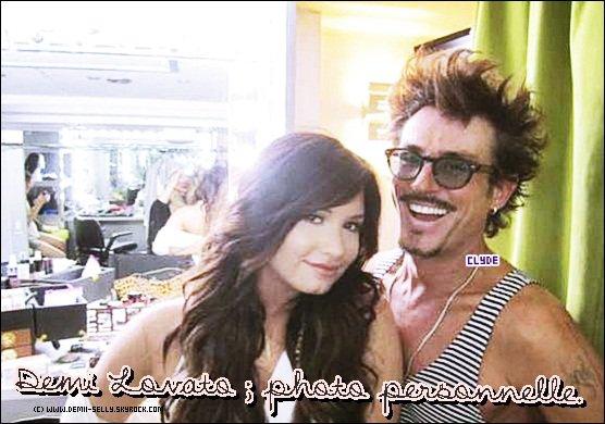 Demi Lovato photo personnelle + vidéo de l'émission E!OnLine + Selena Gomez photos personnelle + vidéo lors des répétitions des TCA 2011 + Projet de DemLovatoFrance.