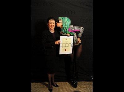 Lady Gaga reçoit un certificat de citoyenneté à Sydney