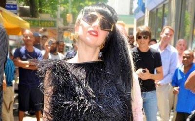 Lady Gaga pense à la chirurgie esthétique