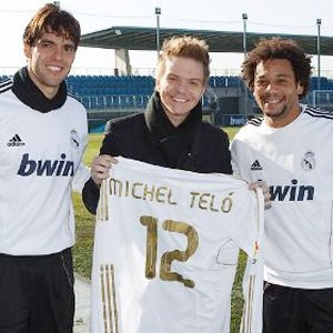 ¤Le chanteur brésilien Michel Telo rend visite au centre d'entrainement du Real Madrid.