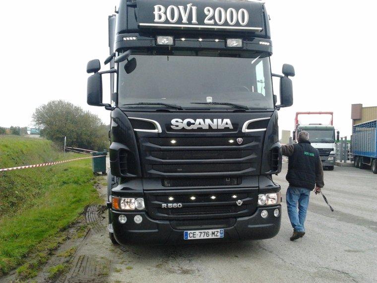 Scania Noir R560 de Bovi 2000 Une merveille Cette Bétaillère encore au Forail !!!