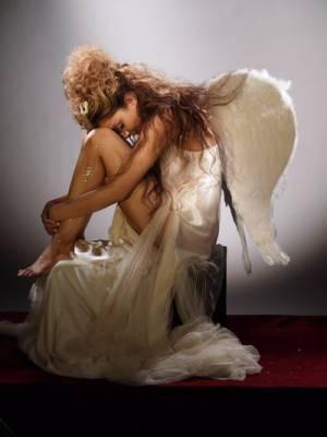 >--(v)-->ske die schreie eines engels ne s'entendent pas, ils se ressentent...<--(v)--<