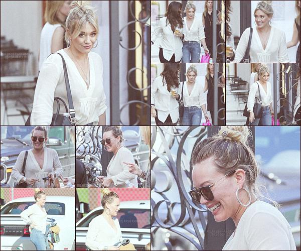 . .22.02.17. ─ Hilary Duffa été vue allant au salon de coiffureNine Zero One, à West Hollywood, enCalifornie. Apparemment la belle s'y est rendue pour éclaircir ses cheveux et les rendre un peu plus blond, alors vous la trouvez comment la miss ? .